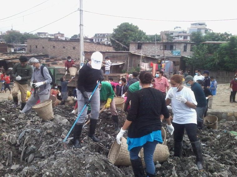 Manisha Koirala during the Bagmati River Cleaning CampaignWhatsApp Image 2017-06-24 at 3.37.10 PM